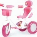 """Sog. """"Baby Born Dreirad"""" Es handelt sich um die Nachbildung eines Dreirads aus Kunststoff, das für Puppen bestimmt ist. Es ist mit einem weißen Gestell, einem rosafarbenem Sitz, drei..."""