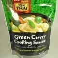 Grüne Curry Kochsauce  Umschließung: Buntbedruckter kunststoffkaschierter Original-Alustandbeutel (250 ml) mit Produkt- bezeichnung, Zutatenliste und weiteren Angaben (in englisch). Grünlichgelbe,...