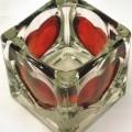 Glasware zur Innenausstattung, sog. Teelichthalter, Abbildung siehe Anlage, - würfelförmiges Gefäß mit einer Kantenlänge von je 6,5 cm, - aus gewöhnlichem, teilweise gefärbtem Glas (mechanisch...