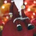 Bei der sog. Kugel-Weihnachtsfigur handelt es sich um eine rote Kugel mit einer abgeflachten Bodenseite. Auf der Kugel sitzt eine Weihnachtsmannfigur mit Rauschebart, bekleidet mit einer roten...