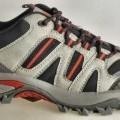 """Trainingsschuhe (lt. Antrag: """"Nordic Walking Schuhe für Damen und Herren, Art. 384150,  schwarz-grau-rot""""; Foto siehe Anlage) - mit Laufsohlen aus (lt. Antrag) Kunststoff, - mit Oberteil..."""