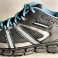 """Trainingsschuhe (lt. Antrag: """"Running Schuh für Damen und Herren, Art. 384201,  grau-türkis""""; Foto siehe Anlage) - mit Laufsohlen aus (lt. Antrag) Kunststoff, - mit Oberteil aus Spinnstoff..."""