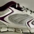 """Trainingsschuhe (lt. Antrag: """"Running Schuhe für Damen und Herren, Art. 384201,  silber-lila""""; Foto siehe Anlage) - mit Laufsohlen aus (lt. Antrag) Kunststoff, - mit Oberteil aus Spinnstoff..."""