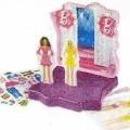 """Sog. """"Mc Donald's - Fashion Play Set"""" Es handelt sich um ein zweiteiliges, ca. 9 x 9 x 2,5 cm großes Gehäuse aus Kunststoff mit 10 Aussparungen, in dessen Innenseite ein passgenauer..."""