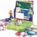 """Sog. """"Mc Donald's - Teacher Play Set"""" Es handelt sich um ein zweiteiliges, ca. 9 x 9 x 2,5 cm großes Gehäuse aus Kunststoff mit 10 Aussparungen, in dessen Innenseite ein passgenauer..."""