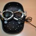 van kunststof; led; helmen; hoofdtelefoons; laserstralen; mensen