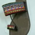 de cuero; sandalia; zapato