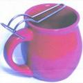 kubki; z uchem (przedmioty); wyroby ceramiczne; wypalany; czerwony