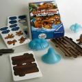 Es handelt sich um ein Balance-Gesellschaftsspiel, bestehend aus einer stilisierten, noch nicht zusammengesetzten, stilisierten Wasserfontäne mit einem darauf anzubringenden Floß aus Kunststoff...