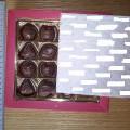 pieninis šokoladas; dėžutės; kakava; saldainiai