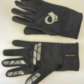 Handschuhe, sog. THERMAL LITE GLOVE, Art. 14341402, Größe L, Foto siehe Anlage, - als Paar auf einer bedruckten Pappkarte aufgebracht, - als Fünffingerhandschuhe gearbeitet, - aus einfarbigen,...