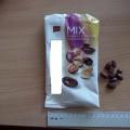 pieninis šokoladas; kakava; razinos; riešutai; dražė