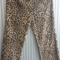 LONG TROUSERS IN LEOPARD PRINT OF KNITTED POLYESTER. ELASTICATED WAIST WITH NO OPENING OR FASTENING. GARMENT IS 95% POLYESTER AND 5% ELASTANE. PACKAGED TOGETHER WITH LADIES KNITTED POLYESTER...