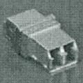 Sog. EMI LC Adapter, Artikel: 106115 2100,  - optische Verbinder aus einem annähernd quaderförmigen Gehäuse, mit jeweils einem kombinierten Buchseneingang auf den gegenüberliegenden Seiten...
