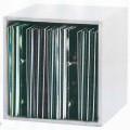 Bei der Ware handelt es sich gemäß Antragsangaben um ein ca. 355 x 355 x 340 mm großes Möbel aus Holz, im Wesentlichen bestehend aus einem viereckigen Korpus in Form einer Regalbox mit integrierter...