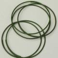Es handelt sich um aus lackiertem Eisendraht (max. Querschnittsabmessung: ca. 1,2 mm) gebogene Ringe, mit sich überlappenden Enden. Je nach Ausfertigung weisen die Ringe einen Durchmesser von...