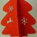 Nachbildung eines Tannenbaums, sog. Weihnachtsdekoration Tannenbaum, Jinan, Art.-Nr. 51843, Abbildung  siehe Anlage,  - in Form eines stilisierten, roten Tannenbaums aus zwei flachen, tannenbaumartig...