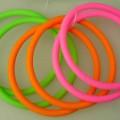 Es handelt sich um so genannte Haargummis aus - laut Antragsangaben - Silikon, einem Kunststoff im Sinne der Anmerkung 1 zu Kapitel 39.  Die elastischen Ringe mit einem Außendurchmesser von...