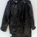 de plástico; cinturon; con mangas; abrigo; prenda