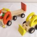 aus holz; aus metall; für kinder; spielzeug; zugmaschine; spielfahrzeug