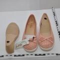 gumiból; műanyagból; nők számára; cipők; lyukkal