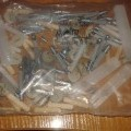plastikai; baldams; kaiščiai; dantyti; apvalaus skerspjūvio