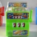 aus kunststoff; spielzeug; kombination; spielautomat