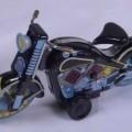 aus metall; motorrad; spielzeug; mit motor