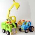 kunststoffe; aus holz; für kinder; spielzeug; bagger; spielfahrzeug